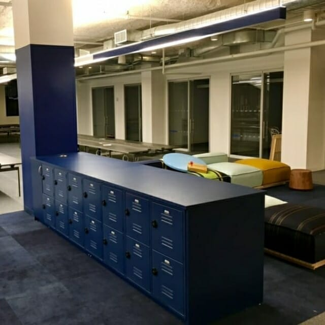Temporary Day-Use Lockers in Free Address Workplace