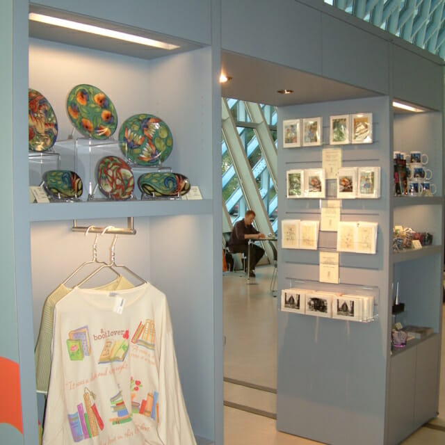 Movable Wall Gift Shop Retail Display